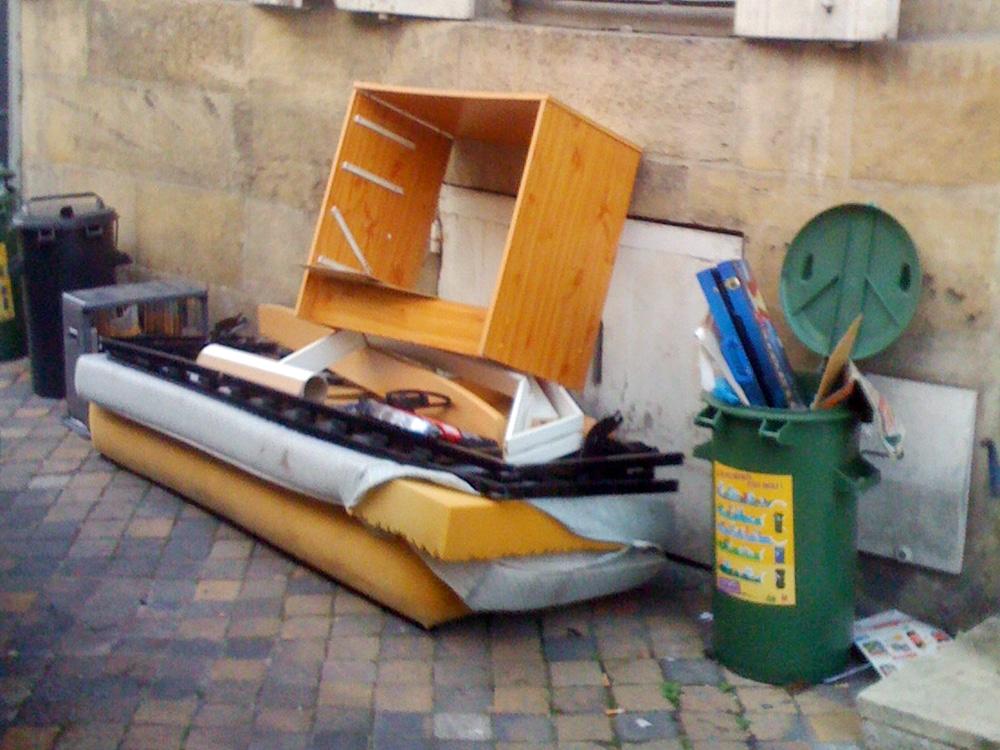 Poubelles invasion de monstres bordeaux rue89 bordeaux - Les encombrants bordeaux ...