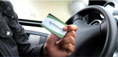 Sésame, ouvre-toi : ma carte Koolicar sert de clé pour les voitures louées aux particuliers (Photo Stéphanie Pichon/Rue89 Bordeaux)