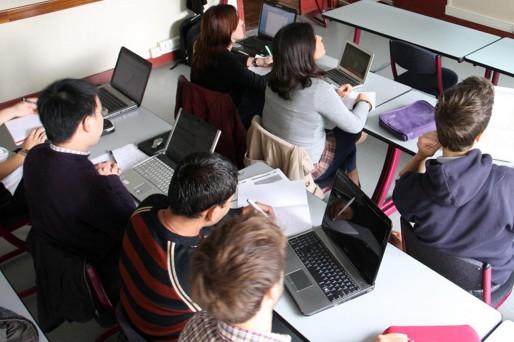 Salle de cours (Wikipédia)