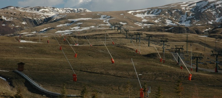 Pyrénées : le changement climatique menace les stations de ski