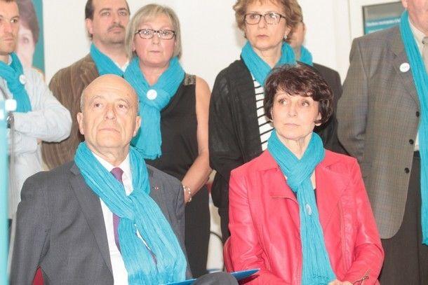 Anne-Lise Jacquet, nouvelle maire dArtigues, aux côtés d'Alain Juppé lors d'un meeting de Communauté d'avenir (DR)