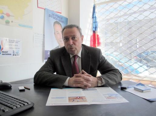 Le candidat Front national à son bureau, à Bordeaux (photo SB/Rue89 Bordeaux)