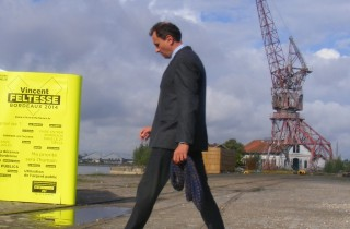 Vincent Feltesse pendant la campagne, aux Bassins à flot (Photo SB/Rue89 Bordeaux)