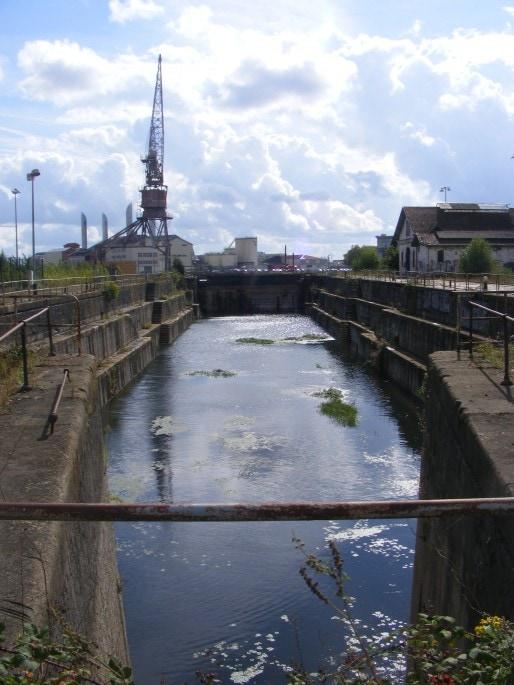 Une des deux formes de radoub (cales sèches) des Bassins à flot, qui pourraient  accueillir l'activité de réparation des yachts (Photo SB/Rue89 Bordeaux)