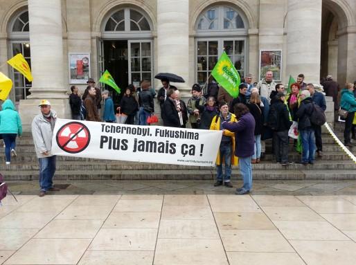 La manifestation anti-nucléaire devant le Grand Théâtre à Bordeaux (XR/Rue89 Bordeaux)