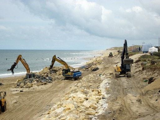Les travaux sur les plages de Lacanau (Photo Aline Chambras/Rue89 Bordeaux)