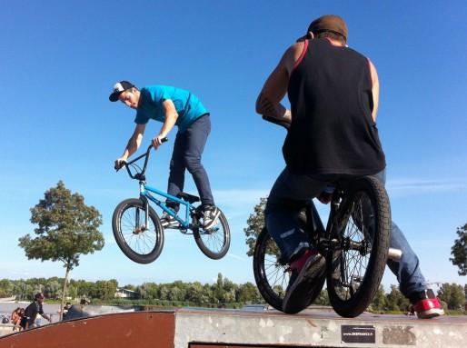 LA pratique du BMX au skate parc sur les quais des Chartrons à Bordeaux (WS/Rue89 Bordeaux)