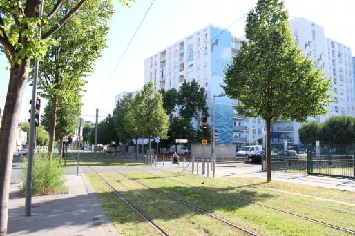 La cité HLM du Port de la Lune a dû attendre plusieurs années pour être correctement desservie par le tram (Yoann Boffo/Rue89 Bordeaux)