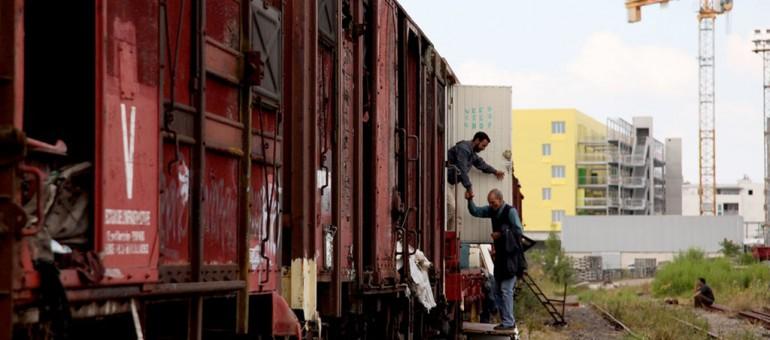Demandeurs d'asile : les trains de la honte à Saint-Jean