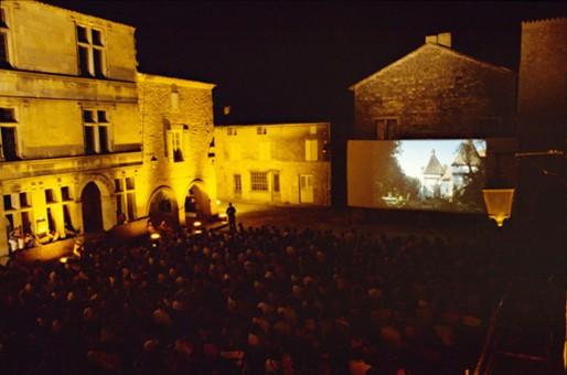 Projection en plein air lors du festival Cinésites (DR)