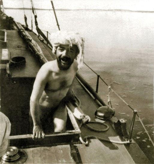 Lautrec se baigne nu, au large du bassin d'Arcachon.