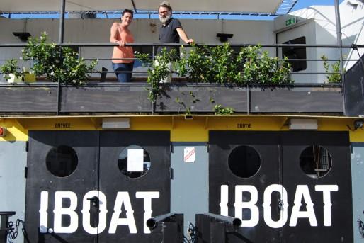 Corinne Bauer et Benoît Guérinault sur le pont de l'I.Boat (WS/Rue89 Bordeaux)