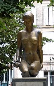 Ferline et la pomme d'amour ont une statue en bronze dans le jardin de l'Hôtel de Ville (DR).