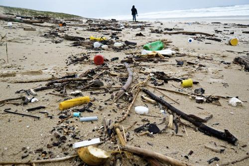 Déchets sur une plage des Landes (Surfrider Foundation/DR)