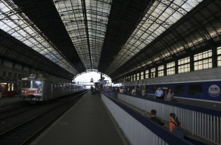 Combien de temps encore les trains Corail vont-ils côtoyer les TGV gare Saint-Jean ? (Photo Olivier/flickr/CC)
