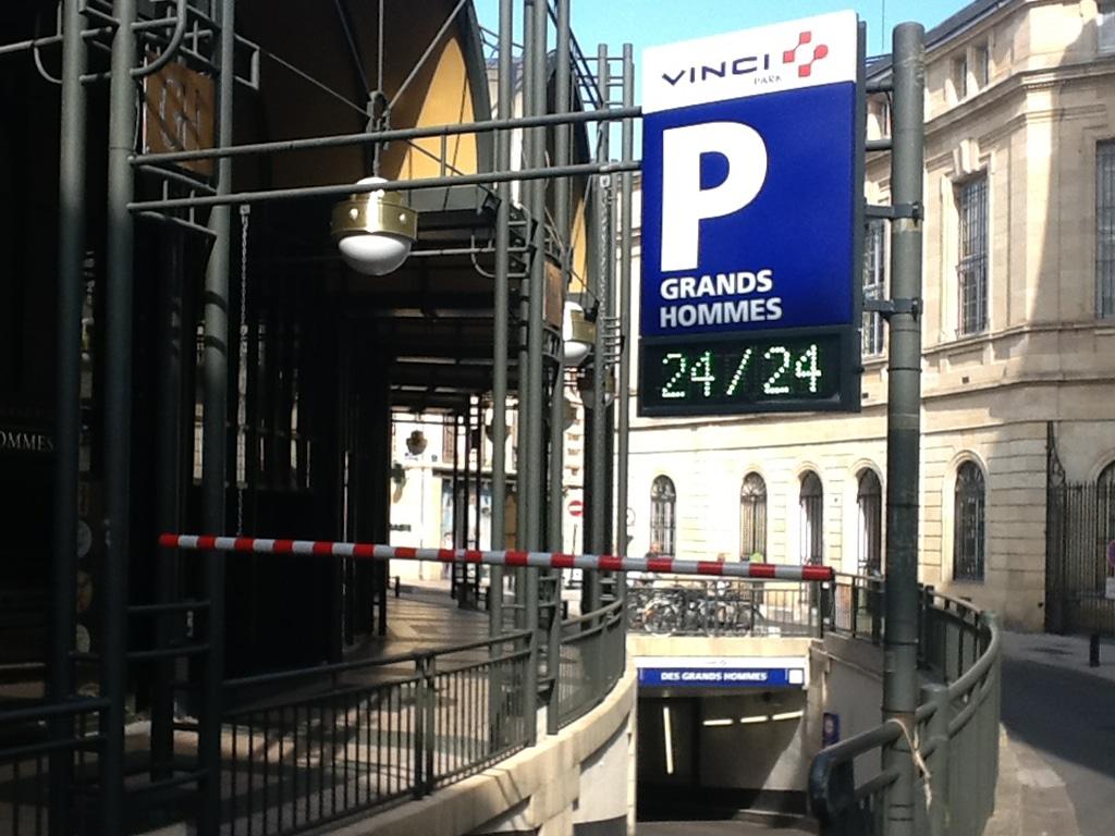Parking des grands hommes tout est transparent selon for Appartement bordeaux grands hommes