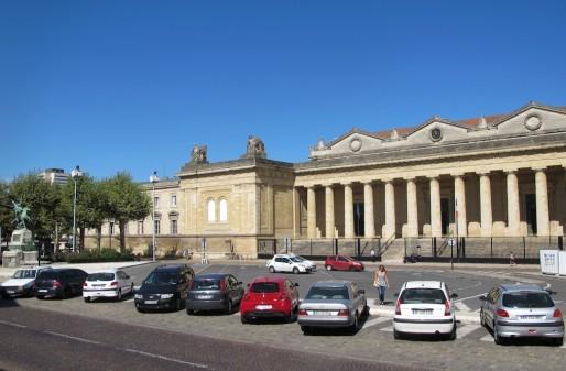La place de la République fait surtout office de parking (SB/Rue89 Bordeaux)