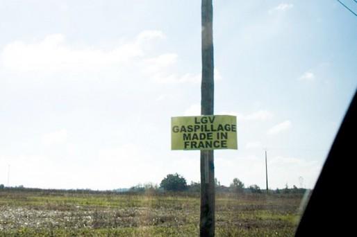 Pancarte contre la LGV Bordeaux-Toulouse (Caratello/flickr/CC)