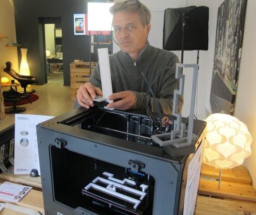 Le sculpteur David Dumas et son Tridi conçu avec une imprimante 3D (SB/Rue89 Bordeaux)