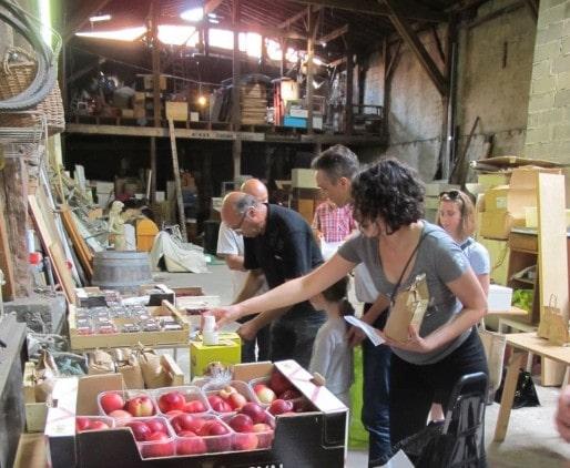 La Ruche des Chartrons fait trois distributions par semaine, dont une consacrée aux produits bio, dans un garage de la rue Marsan (DR)