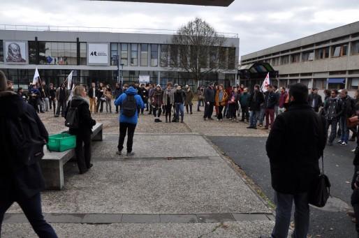 Les syndicats FSU, CGT, Unef et Sud appelaient à manifester. (Xavier Ridon / Rue89Bordeaux)