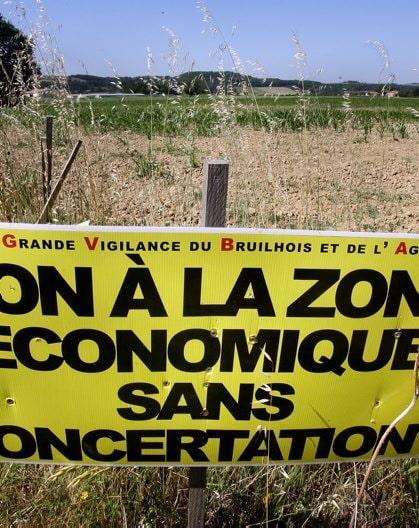 Panneau contre la future ZAC de Sainte-Colombe en Bruilhois (Jean-Michel Mazet/DR)