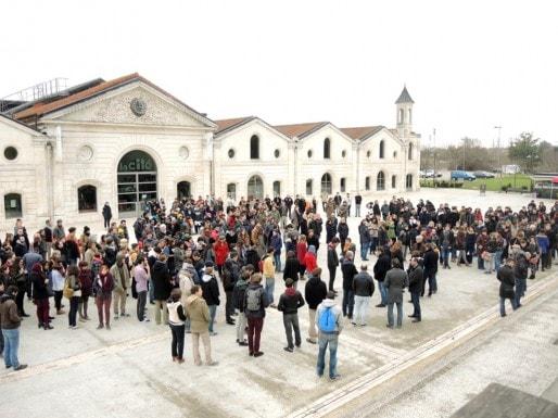 Rassemblement des professeurs et des élèves à l'école des beaux-arts d'Angoulême (DR)