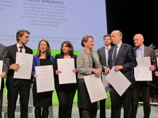 Les élus et la ministre de l'Ecologie signent l'appel de Bordeaux, ce jeudi (SB/Rue89 Bordeaux)