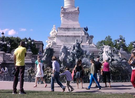 Visiteurs devant le monument des Girondins (SM/Rue89 Bordeaux)     Visiteurs devant le monument des Girondins (SM/Rue89 Bordeaux)