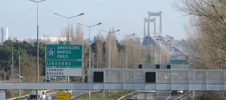 La fermeture du pont de pierre prolongée, la rocade interdite aux poids-lourds ?