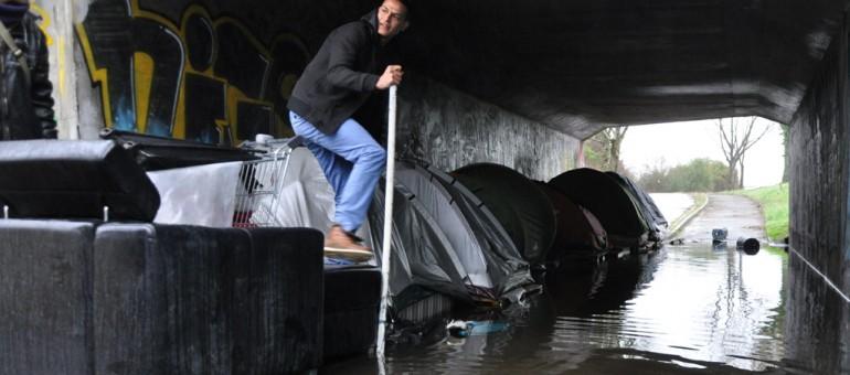 Demandeurs d'asile : le bidonville du pont Saint-Jean
