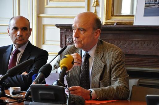Alain Juppé a notamment salué la campagne d'Yves d'Amécourt. (Xavier Ridon/Rue89 Bordeaux)