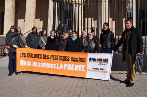 Marie-Lys Bibeyran entourée de ses soutiens (Xavier Ridon/Rue89 Bordeaux)
