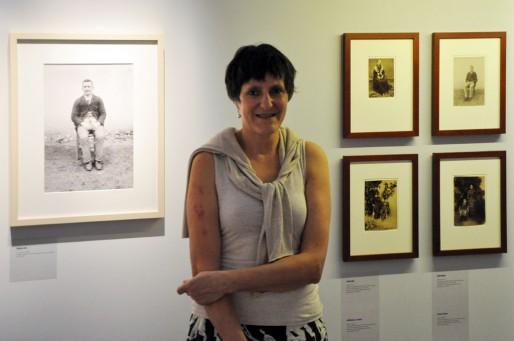Catherine Vigneron, responsable du Service Ressources Images au musée d'Aquitaine et commissaire de l'exposition (Xavier Ridon/Rue89 Bordeaux)