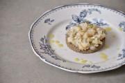 Tartare de saint-jacques aux agrumes et houmous de lentilles vertes soigneusement préparé par Bénédicte.