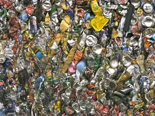 Canettes d'aluminium compactées avant recyclage (SB/Rue89 Bordeaux)