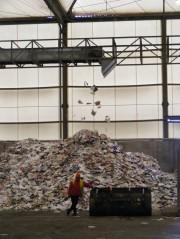 Récupération du papier à l'usine de tri et d'incinération Astria, à Bordeaux (SB/Rue89 Bordeaux)