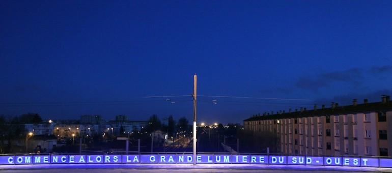 Inspirée de Roland Barthes, la création de Pascal Convert est visible pont de Birambits, à Bègles (DR),