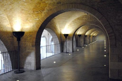 La mezzanine du CAPC aménagée par André Putman : lampadaires, lumières au sol et béton ciré (WS/Rue89 Bordeaux)