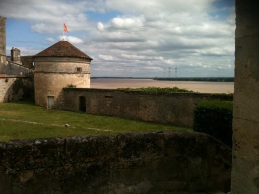 La citadelle de Bourg-sur-Gironde, plus petite que la citadelle de Blaye, offre un beau panorama sur le fleuve (MO/Rue89 Bordeaux).
