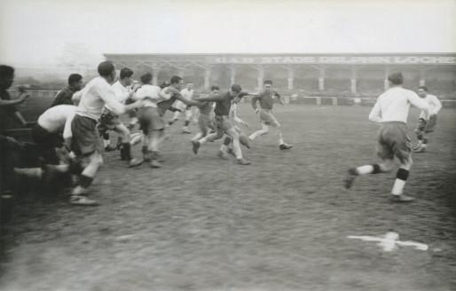 Musard : la petite tribune du stade Delphin-Loche dans les années 1940 (Coll. Ch Siot)