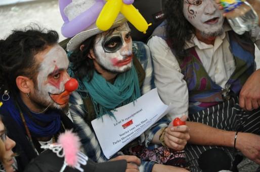 A Bordeaux, les clowns dénoncent la loi sur le renseignement (Xavier Ridon/Rue89 Bordeaux)