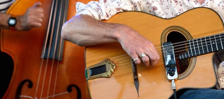 Fête de la musique : plein de cordes à l'arc de Bordeaux