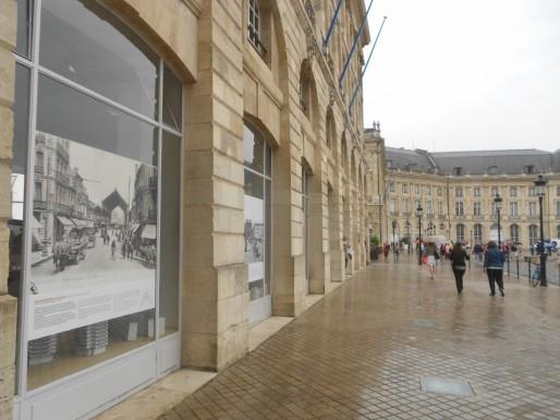Le passé augmenté présente neuf photographies de Bordeaux datant du XXe siècle. (ML/Rue89 Bordeaux)