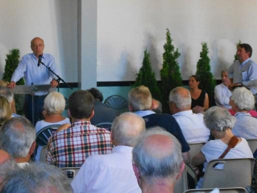 Alain Juppé s'est cramponné ce lundi face à une salle comble lors du conseil de quartier de St Augustin. (ML/Rue89 Bordeaux)