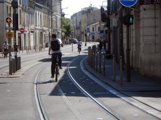 Rouler sur les voies réservées du tramway (ML/Rue89 Bordeaux)