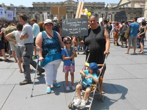 Les parents étaient au rendez-vous pour demander le maintien des taux d'encadrements actuels. (ML/Rue89 Bordeaux)