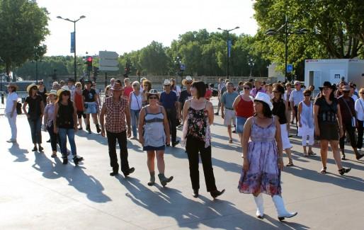 Même si l'on est en ligne, il est préférable de ne pas venir danser la Country seul (AD/Rue89 Bordeaux)