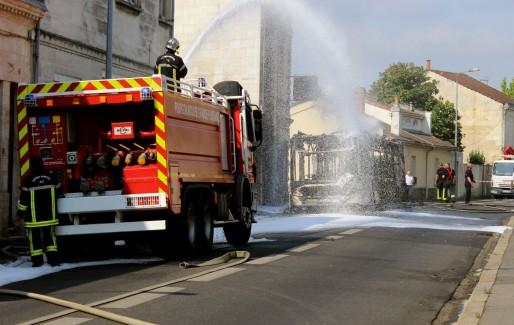 Les pompiers sont rapidement intervenus pour contenir les flammes