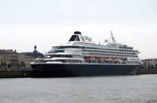 Le Prinsendam, en escale à Bordeaux, peut accueillir 740 passagers avec un équipage de 420 membres (WS/Rue89 Bordeaux)